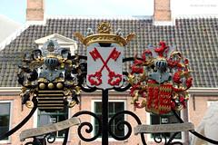 De Burcht's wrought-iron gate (Canadian Pacific) Tags: holland netherlands dutch leiden gate heraldry symbol citadel south nederland fortress poort zuid heraldic deburcht wroughiron koninkrijkdernederlanden aimg1269