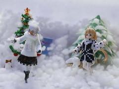 Yeah! Snowballs! (Floncat) Tags: christmas snow newyear snowball strength anzu futaba figma blackrockshooter