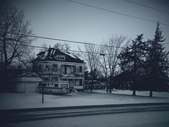 Snowy morning across the street (MOJO MOOMEY) Tags: snow artistic january samsung oldhouse oldtown hauntedhouse randomshots 2015 osceolaiowa hauntingphotos