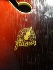 nieuwe Framus gitaar V8 Daddy's (willemalink) Tags: v8 daddys nieuwe gitaar framus