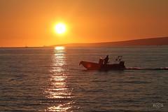 Sol de Invierno (Berna Mallorca) Tags: sea orange sol mar barca december paz invierno puestadesol mallorca naranja tarde sanjuandedios diciembre montaas baleares larachof fotoberna bernafoto
