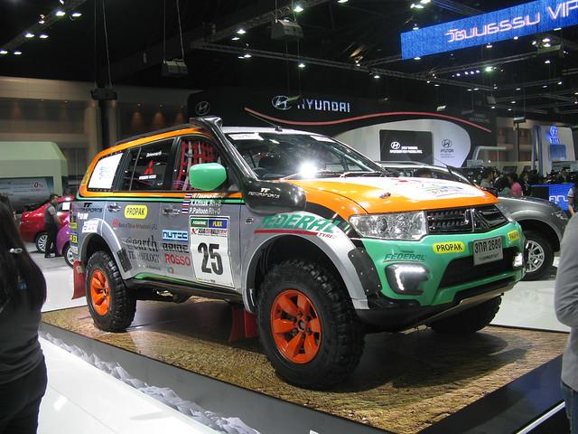 cars sport thailand bangkok 4wd pickup trucks suv mitsubishi awd pajero