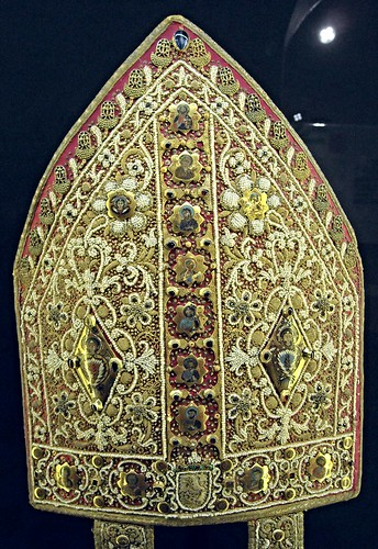 Mitre - Cathedral of San Lorenzo at Scala/Ravello - Southern Italian Goldsmiths - 13th-14th century - Red silk with pearls and golden plates with enamelled Apostles - Angevin Naples - Temporary exhibition - Museum of the Treasure of Saint January in Naple