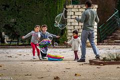 Persiguiendo ilusiones (Emilio A.S.) Tags: boys juegos nios infancia boyhood lightroom burbujas nikond3100 emilioas