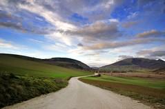 Verso il cielo (luporosso) Tags: sky italy naturaleza nature clouds nikon italia nuvole natura cielo umbria naturalmente colfiorito luporosso nikond300s