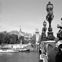Grand Palais (Nicolas -) Tags: camera old bridge sky bw paris france tree 120 6x6 film monument water seine analog vintage mediumformat river pier boat eau streetlamp sunny nb collection ciel bronica pont collectible nikkor bateau pniche arbre ilford fp4 quai lampadaire s2 fleuve patrimoine grandpalais alexandreiii pellicule 125iso lc29 ensoleill moyenformat zenza nicolasthomas rapidfixer