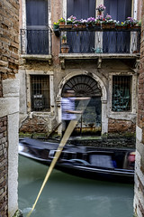 Speedy Gondolzales! (PG63) Tags: italien venice italy italia gondola venezia venedig gondolier gondolieri gondoljr