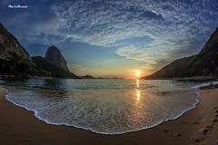 Praia Vermelha - Rio de Janeiro (mariohowat) Tags: brazil brasil riodejaneiro fisheye alvorada amanhecer longaexposio praiavermelha grandeangular praiasdoriodejaneiro samyang8mm
