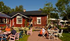 Farmors caf (Basse911) Tags: farmorscaf midsommar juhannus people house caf hgsra finland suomi nordic