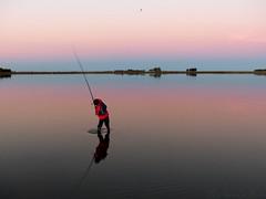 ltimo tiro (marianodearriba) Tags: atardecer reflejo laguna pesca ocaso serenidad mariondearriba