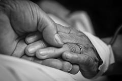 """Lifetime memories"" (Jona Flores) Tags: canon 60d 50mm black white bn blanco y negro pareja ancianos hospital"