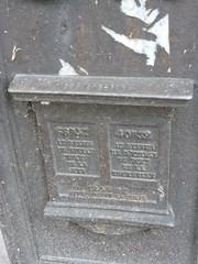 Dernires bornes en fonte de Paris P1030395 (Dorenrof Claudius **PARIS**) Tags: en danger petit patrimoine parisien