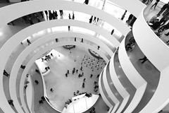 Afternoon at the museum (RosLol) Tags: nyc people blackandwhite bw usa newyork silhouette architecture america spiral gente curves down landmark franklloydwright guggenheim lookingdown curve iconic architettura biancoenero uppereastside spirale lifeinthecity linee solomonguggenheimmuseum roslol