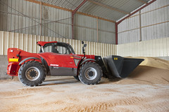 MLT960_096 (Manitou Group) Tags: france corn agriculture cereals loading manitou 2014 stage3b mlt960 existeennef mltx960