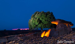Dolmen de la Hechicera (Javier Colmenero) Tags: alava euskadi basquecountry dolmen araba amaneceres riojaalavesa alavavision chicosdelalba