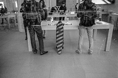 Longboard (robert schneider (rolopix)) Tags: blackandwhite bw film netherlands monochrome amsterdam 35mm shopping stripes 28mm nederland applestore longboard skateboard leidseplein ricoh noordholland customers gr1v orwo cinefilm n74 robertschneider autaut bwfp believeinfilm n74plus rolopix