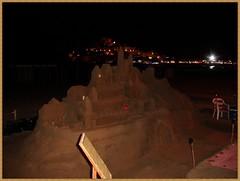 Dos castillos en la noche / Two castles in the night (margabel2010) Tags: noche esculturas arena nocturnas velas pueblos playas artesanía sillas castillos peñíscola focos tableros pueblosdeespaña