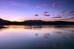 Bons moments (jocsdellum) Tags: sunset water atardecer agua aigua nwn capvespre pladelestany estanydebanyoles llargaexposició lamanoamiga