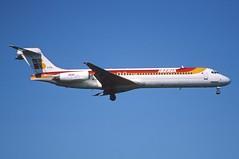 179bv - IBERIA MD-87; EC-FFH@ZRH;30.06.2002 (Aero Icarus) Tags: plane aircraft flugzeug avion iberia slidescan zrh zrichkloten md87 ecffh