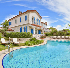 Alaat / Cumbal Konak (easyphotography) Tags: holiday pool canon turkey hotel colorful turkiye izmir bulding agean ege otel havuz alaat eme mekan 5dmarkiii cumbalkonak
