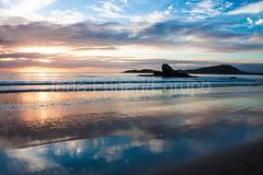 bombas-0072 (iedafunari) Tags: santa praia brasil mar barco gaivotas catarina amanhecer bombas canoa bombinhas
