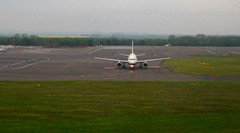 LANDING AT NEWCASTLE AIRPORT - BRITISH AIRWAYS  AIRBUS (toowoomba surfer) Tags: airline ba airliner airportaviation