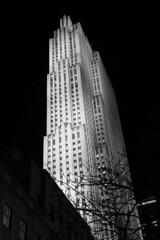 Rockefeller Tower (Rafael Rodrguez.) Tags: nyc blackandwhite newyork blancoynegro skyscraper blackwhite rockefeller nuevayork rascacielos