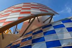 """""""L'Observatoire de la lumire"""", Travail in situ (2016) de Daniel Buren - Fondation Vuitton, Paris XVIe [Explore du 13 juin 2016] (Yvette Gauthier) Tags: paris architecture muse installation frankgehry louisvuitton boisdeboulogne danielburen paris16 architecturecontemporaine fondationvuitton lobservatoiredelalumire"""