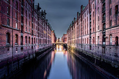 Sommernacht (amiglia) Tags: city longexposure blue light red summer sky urban reflection building water colors beautiful architecture night warm wasser nacht sommer hamburg historic architektur romantic bluehour reflexion spiegelung speicherstadt
