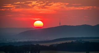 Die Sonne verabschiedet sich hinter Dresden