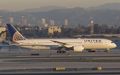 United Airlines Boeing 787-9 Dreamliner (Ewout Pahud de Mortanges) Tags: morning usa sunrise canon eos early aviation united melbourne 28 boeing lax 6d 70200mm klax dreamliner 787900 n19951