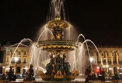 Place de la Concorde (Snaaaax) Tags: paris france fountain place concorde nightshot crillon streetlght streetlamps water night