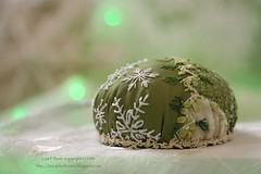 2014.11.301stAdventPC04 (ivoryblushroses) Tags: christmas green snowflakes advent cream cq pincushion preparation crazyquilting