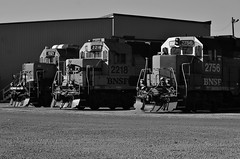 Competitors United - Grand Forks, ND (MinnKota Railfan) Tags: santa railroad blue green burlington train h3 track north engine bluebonnet rail loco grand bn locomotive fe northern forks bonnet cascade dakota freight bnsf swoosh roundhouse emd gp38 gp30 divison gp28 electromotive geeps