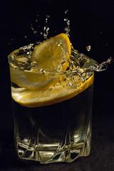 Orange (Roannais) Tags: orange macro canon 100mm l 100 srie f28 deau verre gouttes 70d dynamique