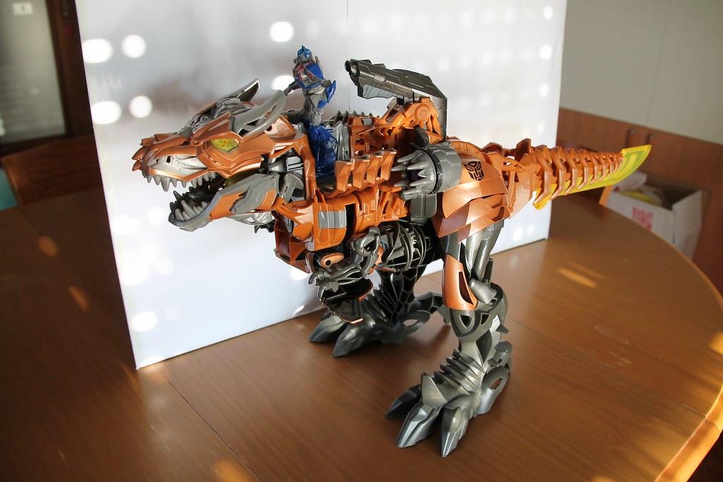 giocattoli transformers dinosauri