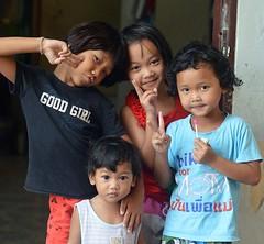 good girls (the foreign photographer - ) Tags: cute sign portraits children thailand nikon peace bangkok doorway bang bua khlong bangkhen d3200 may212016nikon