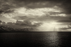 sunbeams (JS-photographie) Tags: sunset sky seascape norway clouds landscape norge blackwhite fuji norwegen fujifilm monochrom landschaft lofoten fujinon hurtigruten xe1 postschiff xf1855284