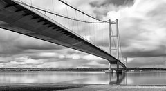eb_DSC2204 (Paul.Pics.) Tags: bridge bw water clouds iso100 still nikon long le tall f11 humber 31mm d810 318s