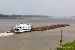 Hoog water in de zomer (Joos foto's) Tags: water uiterwaarden waal rivier hoog binnenvaart struinen binnenvaartschip duwboot