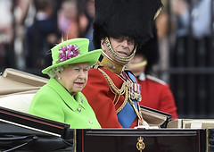 The Queens Green Screen Outfit Sparks A Hilarious Internet Reaction (jh.siesta) Tags: green outfit hilarious internet screen sparks reaction queens