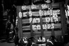 CRS des bisous pas des coups (Solylock) Tags: en france pc theatre des demonstration mai national travail revolution enfants te ni toulouse tnt pas franais contre cnt manifestation sud voie internationale ce journe loi coups bloque quil plait parti drapeaux affiches cgt communiste 2016 etat sourit 1ermai anarchie emploi banderole bisous medef climat npa manifestants syndicats travailleurs chronique syndicale amendable agir fagnons elkhomri ngociable