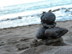 Equilibrio (Nerea Lorenzo.) Tags: beach grancanaria spain sand rocks playa calm arena balance calma canaryislands rocas equilibrio tranquilidad airelibre