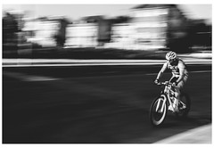 Ciclista en movimieto (www.jucahelu.com) Tags: white black monochrome movement nikon photographer cyclist nikonistas d7200 jucahelu