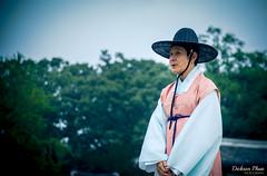 Explaining traditions (gunman47) Tags: 2016 asia east jongmyo korea korean october rok republic seoul shrine south guide hanbok photography street tour tourist traditional       southkorea