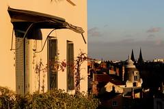 Derniers rayons (Glaneuse) Tags: city houses light sun sunlight last facade evening warm balcony rays fronts