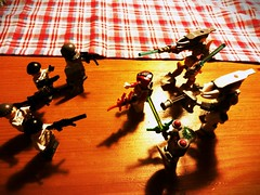 My Aliens vs my eu troops. I know that the big aliens look like halo Eliten and the EU troops are not the purge standards, but I think that they are looking quite good. (my name is schimmi) Tags: lego eu aliens invasion moc thepurge
