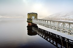 Dovestone Reservoir (Missy Jussy) Tags: light sun sunlight snow water fog canon reflections landscape national