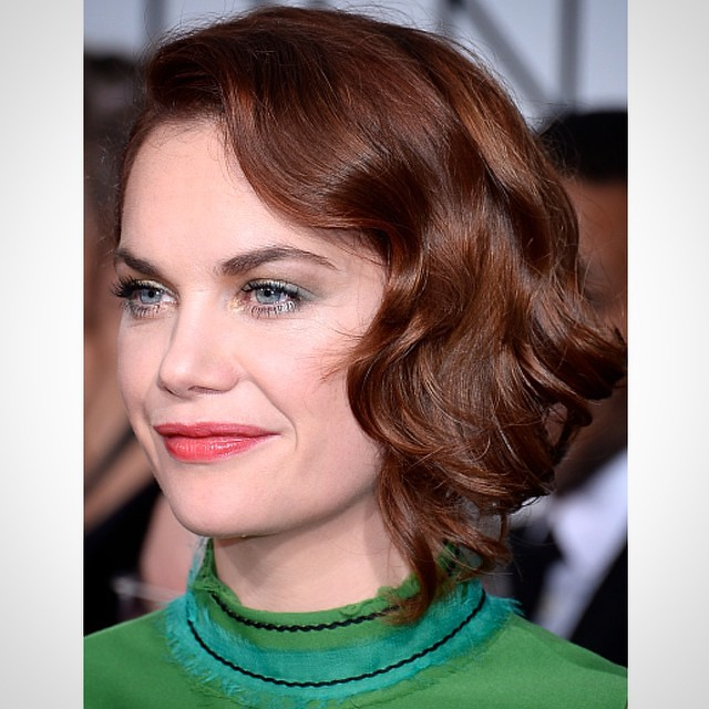Golden Globe winner Ruth Wilson shone on the red carpet wearing an eye-catching #ArmaniBeauty makeup look using a swipe of Eyes to Kill Intense in gold and a coat of Black Ecstasy Mascara.