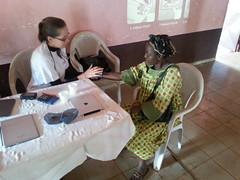 Janine mit alter Patientin, Babouantou
